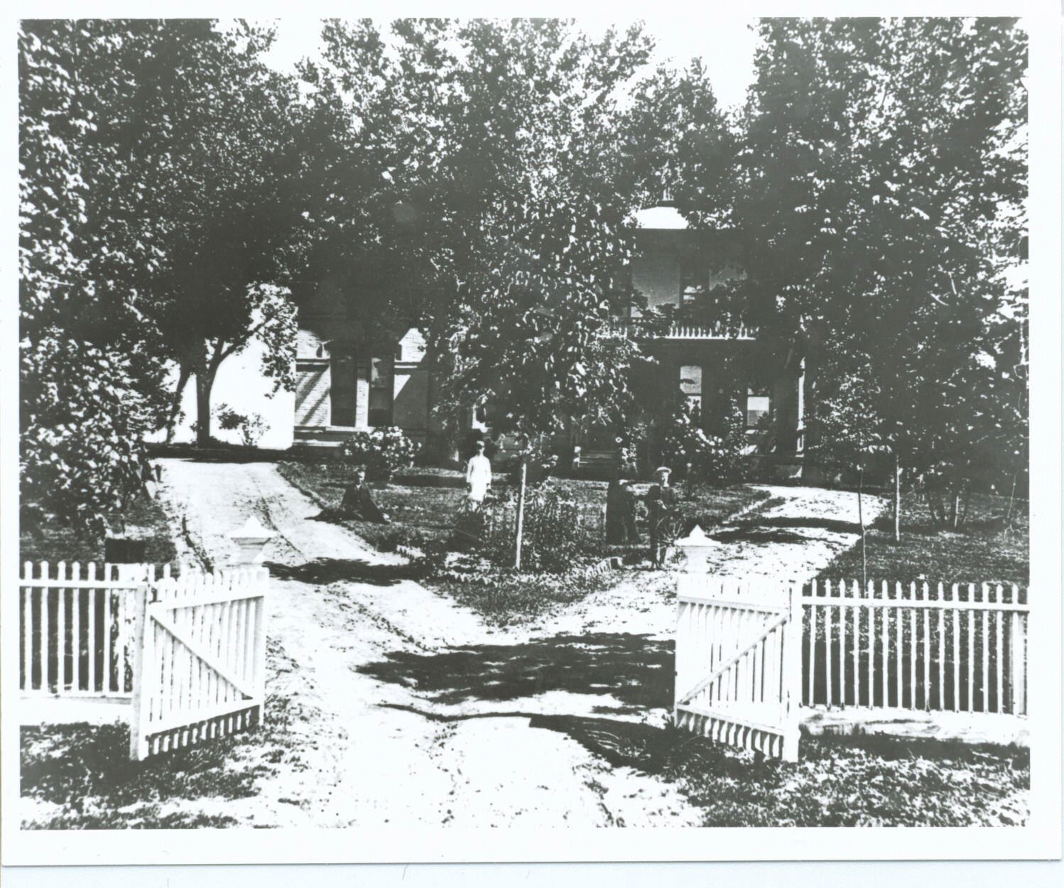 Historic photo of Richards-Hart Estate from front gate